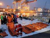 فرق الإنقاذ الإندونيسية تواصل انتشال متعلقات ضحايا الطائرة المنكوبة