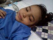 """صور.. """"سلمى"""" طفلة مصابة بورم فى النخاع وفشل كلوى.. ووالدتها: نفسى أعالجها"""