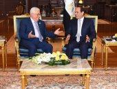 """السيسى لـ""""محمود عباس"""": الموقف المصرى من القضية الفلسطينية ثابت"""