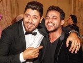"""محمد رشاد يغنى """"إحساسى"""" للمرة الأولى لايف بحفل زفاف مدير أعماله"""