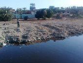 صور.. غرق شوارع قرية سلوا بحرى بأسوان فى مياه الصرف الصحى