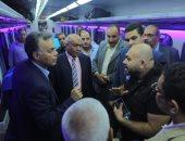 صور.. وزير النقل يتابع العمل بمحطة قطارات الأقصر ويستقل كابنية جرار 980