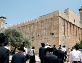 آلاف المستوطنين يستبيحون الحرم الإبراهيمى وسط حراسة مشددة من الاحتلال