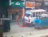 فيديو.. سيارة ميكروباص تدهس ربة منزل فى شبرا الخيمة