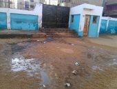 شكوى من طفح مياه المجارى بفناء مدرسة وردان الابتدائية فى إمبابة
