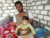 """والد طفل مريض ببنى سويف: نجلى يعانى من مياه على الكلى وثقب بالقلب """"صور"""""""