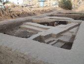 صور.. الآثار تعلن الكشف عن أحجار منقوشة بمعبد الشمس فى منطقة آثار المطرية