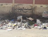 قارئ يشكو تراكم القمامة أمام مدرسة منارة القاهرة فى مدينة نصر