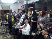 صور.. هواة وطلاب وموظفين أعضاء بفرقة الموسيقى العربية بكفر الشيخ