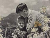 صور.. هتلر مع طفلة يهودية قبل الحرب العالمية الثانية