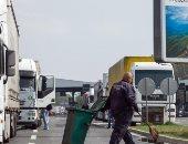 أطفال بين 21 شخصا عثر عليهم في شاحنة تبريد بميناء بريطاني