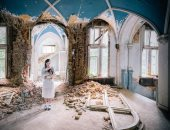 مصور يلتقط فوتو سيشن لحبيبته بالأماكن المهجورة من 12 دولة أوروبية × 15 صورة