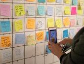 صور.. إقبال على حائط لتسجيل رسائل المواطنين بمترو نيويورك بعد الانتخابات