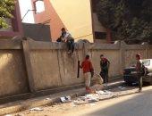 قارئ يرصد هرب الطلاب من أعلى سور مدرسة طلعت حرب الثانوية الصناعية بالعجوزة