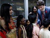 صور.. رئيس وزراء كندا يزور معبدا هنديا للاحتفال بعيد الأنوار