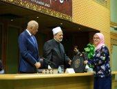 """الثانية على العالم فى """"تحدى القراءة العربى"""": سعيدة بتكريم شيخ الأزهر"""