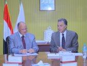 وزير النقل يبحث مع محافظ القاهرة إزالة المخلفات من خطوط السكك الحديدية
