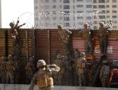 صور.. الجيش الأمريكى ينتشر على الحدود مع المكسيك لمواجهة قافلة المهاجرين