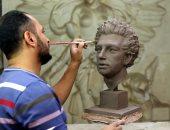 تمثال جديد لمحمد صلاح.. شاب يبدع فى نحت النجم العالمى (صور)