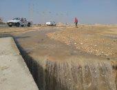صور.. محافظ السويس يتابع موقف السيول بطريق السخنة