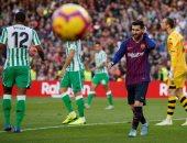 ميسي يقلص الفارق بهدف برشلونة الأول ضد بيتيس.. فيديو