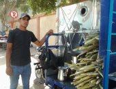 """صور.. أحمد شاب من أسيوط يهزم البطالة بـ""""عصارة قصب"""" على تروسيكل"""