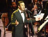 صور.. صابر الرباعى يبدأ حفل مهرجان الموسيقى بأغنية متخافش منى ويهدى المصريين جينا جينا