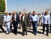 صور.. وزير الرى يتفقد السد العالى ورمز الصداقة بأسوان