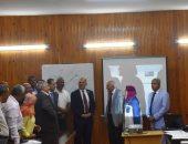 وزير الرى يدعو طلاب رحلة مدرسية بالسد العالى لترشيد استهلاك المياه
