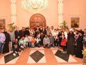 صور.. البابا تواضروس يلتقى أسر شهداء ومصابى حادث دير الأنبا صموئيل الإرهابى