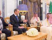 خادم الحرمين الشريفين يستقبل المبعوث الخاص لرئيسة وزراء بريطانيا