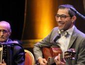 مباراة موسيقية بين جيتار وحيد ممدوح وطبلة سعيد الأرتيست على شط إسكندرية