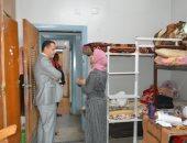 """استجابة لشكوى طالبات.. نائب رئيس جامعة أسيوط فى زيارة مفاجئة لمبنى """"ل"""""""