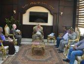 محافظ البحر الأحمر يستقبل لجنة من الأزهر لتطوير قرية أبو غصون