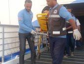 رئيس موانى البحر الأحمر يستقبل حالات مرضية على السفينة السياحية AID Aprima