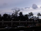 صور .. الغيوم تملأ سماء الإسكندرية والأحياء تستعد للنوة القادمة