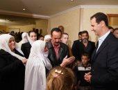 """صور.. بشار الأسد يستقبل مخطوفى """" السويداء"""" المحرَّرين من قبضة داعش"""