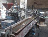 صور.. شرطة التموين تضبط مصنع كابلات كهربائية يستخدم مواد مجهولة المصدر