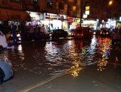 صور.. غرق العجمى بمياه الأمطار.. ومواجهة الأزمة بسيارات الشفط