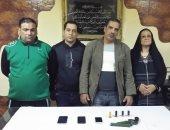 سقوط ربة منزل وزوجها بعد الاستيلاء على مشغولات طالبات مدرسة بدار السلام