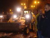 صور.. السكرتير المساعد بالاسكندرية يتفقد كسح الأمطار بحى العجمى