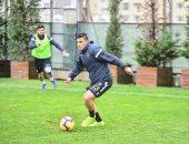 كريم حافظ يتدرب تحت الأمطار مع باشاك شهير التركى.. صور