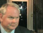 """فيديو.. مراسل """"سكاى نيوز"""" يسب على الهواء أمام مبنى الحكومة البريطانية"""