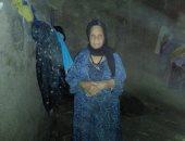 صور.. عجوز تناشد محافظ سوهاج بناء منزلها المنهار بسبب السيول
