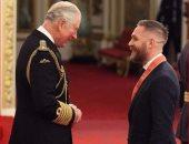 تكريم ملكى.. الأمير تشارلز يكرم النجم توم هاردى في قصر باكنجهام