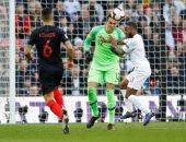 طوفان هجومى من إنجلترا ضد كرواتيا والكرة ترفض دخول المرمى.. فيديو