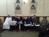 جلسة عرفية للحكم فى قضية قتل بين  أبناء عمومة عائلة عاشور فى كفر الشيخ