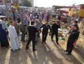 صور.. ضبط 17 بائع وتنفيذ 530 إزالة بحملات تطهير سوق المنهل بمدينة نصر