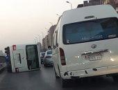 توقف حركة طريق المعادى حلوان بعد إصابة 3 فى انقلاب سيارة أعلى الكورنيش