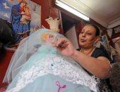 صور.. مسيحية تصنع عروسة المولد احتفالا بالمولد النبوى الشريف